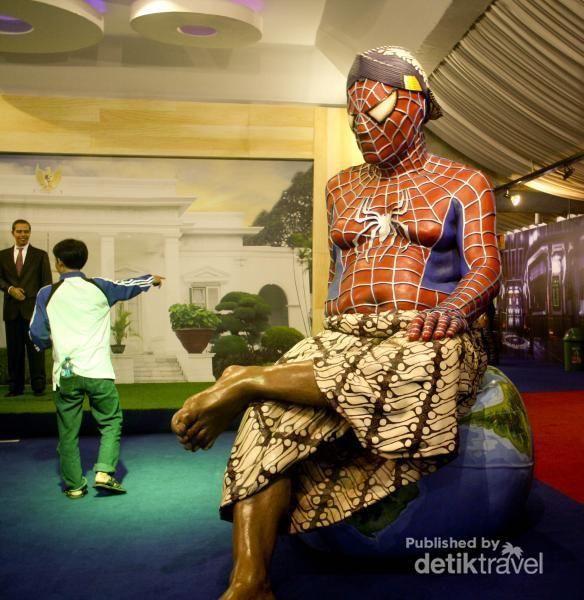 Sudah pernah lihat Spiderman pakai kain batik? Yuk ke sini, Museum de Arca Yogya
