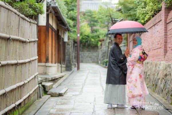 Berkimono Ria Saat Liburan Ke Kyoto