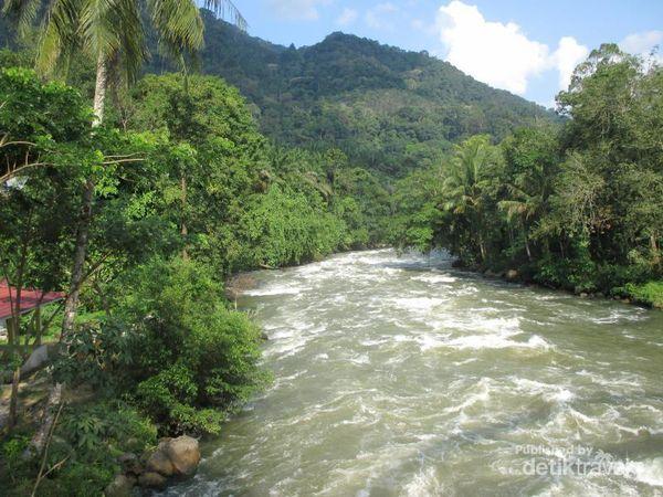 Penggemar Arung Jeram, Berani Tidak Taklukkan Sungai Asahan?