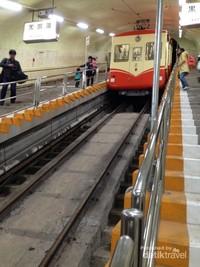 Begini Rasanya Naik Kereta Gantung di Pegunungan Bersalju Jepang