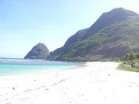 Gunung batu yang berbentuk punuk unta adalah yang menjadi pemandangan yang khas tempat ini. Sangat cocok diabadikan sebagai kenang - kenangan apabila berkunjung ke Pulau Sumbawa. Kiranya tetap lestari sampai anak cucu
