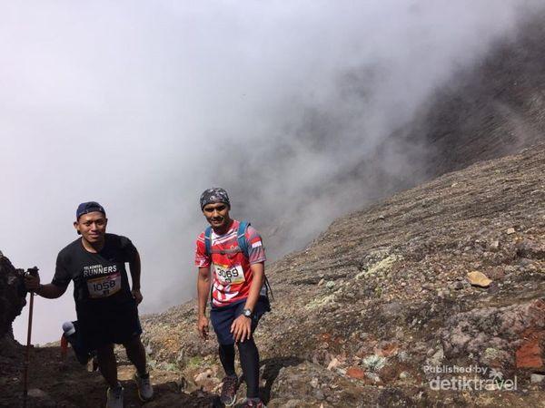 Berlari Hingga Puncak Gunung Tertinggi Di Bali