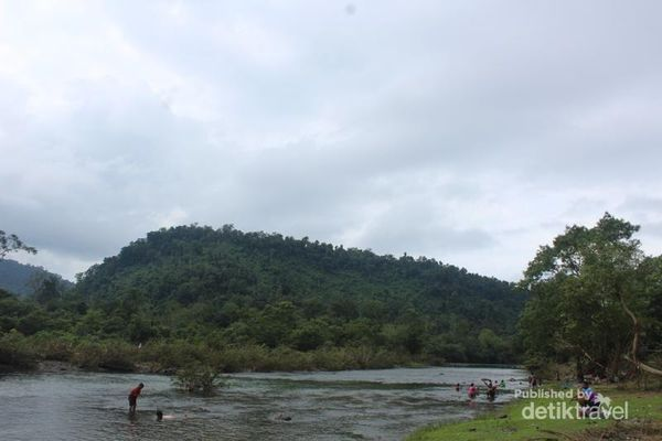 Menyegarkan Diri Di Krueng Sarah, Aceh Besar