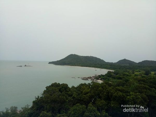 Pesona Pantai Tanjung Berikat Dari Puncak Mercusuar Di Bangka
