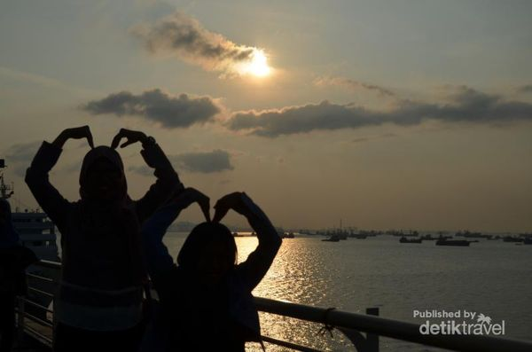 Berburu Sunset Di Surabaya North Quay