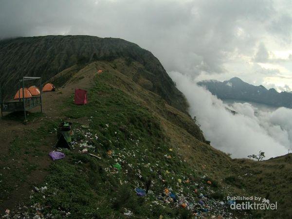 Gunung Bukan Tempat Sampah
