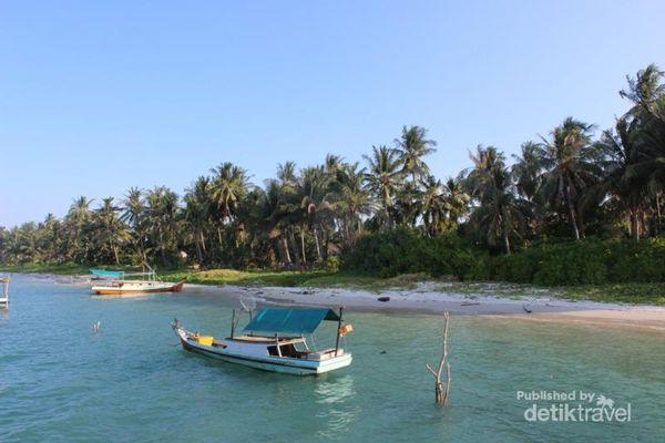 Pesona Pantai Lampu Di Ujung Selatan Pulau Bangka