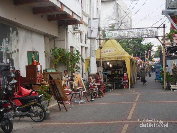 Berburu Barang Antik Di Pasar Seni Padangrani Semarang