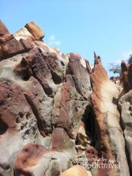 Batu Batik, Keajaiban Geologis Unik Dari Ciletuh Sukabumi