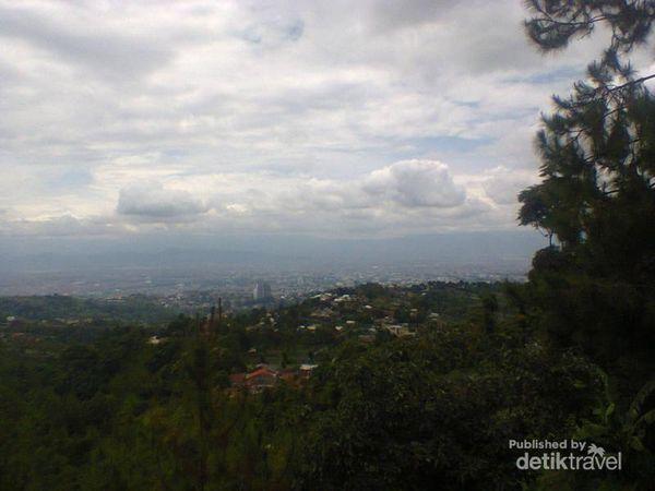 Spot Menikmati Bandung Dari Ketinggian