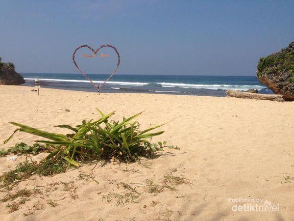 Pantai Ngrumput Yang Tersembunyi Di Gunungkidul