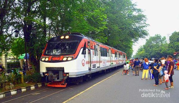 Jalur Kereta Unik Yang 'Membelah' Kota Solo