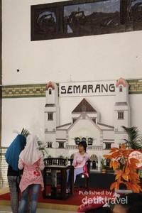 Photo booth di Stasiun Semarang Tawang