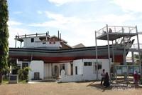 Kapal di atas atap rumah Desa Lampulo Aceh