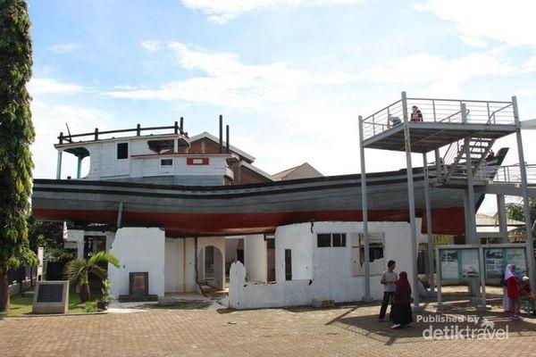 Kapal 'Nyangkut' Dan Jadi Monumen, Cuma Ada Di Aceh