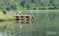 Situ Cisanti terletak di Kecamatan Kertasari, tepatnya berada di wilayah pegunungan Wayang Windu, Kab. Bandung Jawa Barat. Ditempuh kurang lebih satu jam dari Alun-alun Pangalengan ke arah Selatan atau sekitar 30 km. (Santi Gantini/Detik travel)