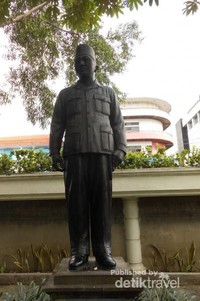 salah satu patung pahlawan