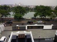 Pemandangan Danau Sunter dari atap masjid