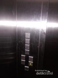 Tersedia lift hingga lantai 4