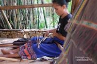 Liburan Sambil Belajar Menenun Kain Khas Sumba