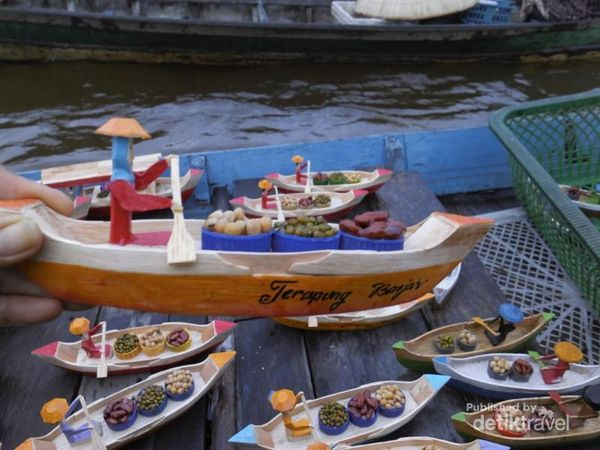 Menilik Pasar Terapung Yang Ikonik Di Banjarmasin