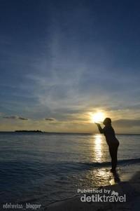 Pulau Sumanga, di sinilah tempat terindah untuk menikmati sunset di Kepulauan Balabalakang. Sayang sekali sekarang akses ke Pulau Sumanga dibatasi karena adanya depo bahan bakar minyak yang didirikan di pulau tersebut
