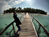 Pulau Lamudaan, salah satu pulau berpenduduk di Kepulauan Balabalakang. Tidak ada fasilitas sekolah dan bahkan toilet pun tidak ada tapi pemandangannya indah
