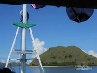 Langit biru dan cuaca cerah, membuat kami tidak sabar untuk segera sampai di Pulau Padar