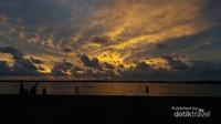 Lupakan Losari, Pantai Keren di Makassar Ini Punya Sunset Dahsyat