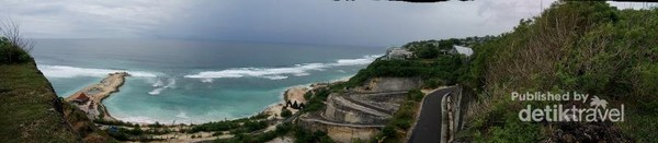 Pantai Melasti dari tebing kapur