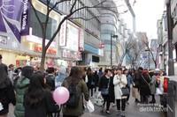Myeongdong Street yang selalu ramai