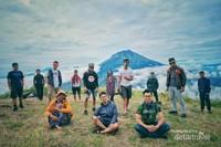 Tim pendakian Sindoro.