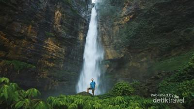 Air Terjun yang Segar di Lumajang