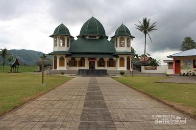 Wisata Ramadan di Padang: Masjid di Desa H Agus Salim