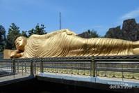 Patung Budha Tidur ini memiliki panjang 22 meter dengan lebar 6 meter dan tinggi 4,5 meter