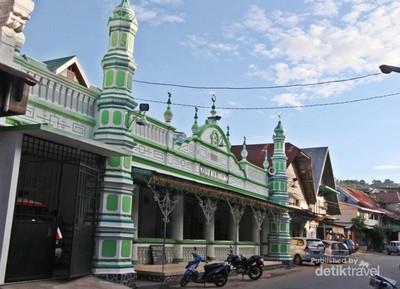 Masjid di Padang Ini Terbuat dari Kulit Telur