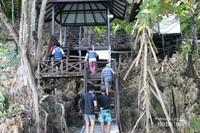 Untuk menuju Danau , pengunjung harus melewati jembatan kayu sampai ke danau.
