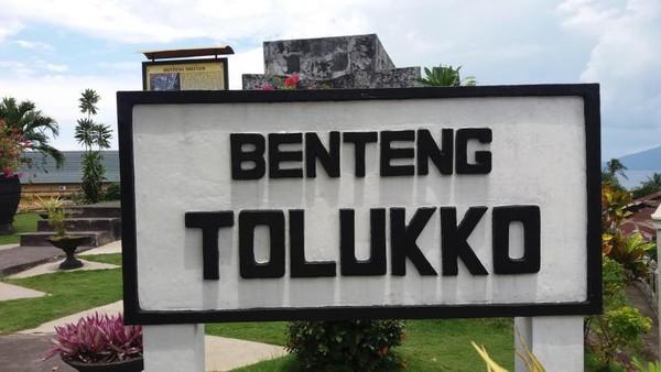 Benteng Tolukko, Benteng yang dibangun oleh bangsa Portugis  untuk menghalau serangan musuh. Musuh Portugis kala itu adalah Spanyol