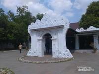 Gerbang dalam keraton