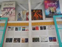 Ini adalah novel Laskar Pelangi yang telah diterjemahkan ke dalam beberapa bahasa