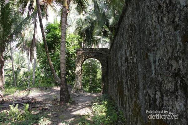 Sisa peninggalan Benteng Portugis di Pulau Cingkuak