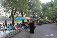 Setu Babakan berada di Kelurahan Srengseng Sawah, Kecamatan Jagakarsa, Jakarta Selatan