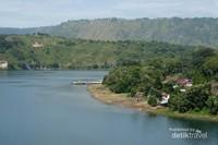 Indahnya pemandanagan danau Toba dari pulau Sibandang
