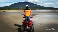 Serunya menjelajah pantai dengan ATV