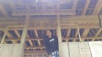Sebelum memasuki Desa Wae Rebo bunyikan kentongan yang berada di dalam gardu ini dulu ya!