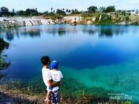 Pemandangan Danau Cisoka yang biru