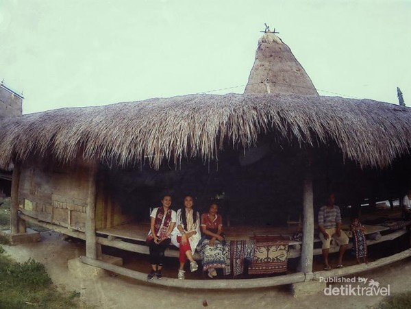 Rumah adat di Desa Pau Sumba Timur