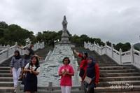 Jangan lupa berfoto dengan patung Dewi Kwan Im ya