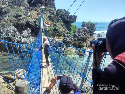 Jembatan Buat Uji Nyali di Pantai Gunungkidul