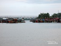 Kemudian ada pula jembatan terpanjang di Sumatera Utara. Jembatan yang menghubungkan antara Kota Tanjung Balai dengan Kecamatan Sei Kepayang, Asahan ini memiliki panjang hingga 600 meter